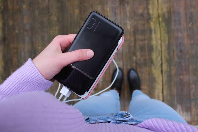 Handig voor op reis: met deze lichte powerbank kun je 4 keer je telefoon opladen