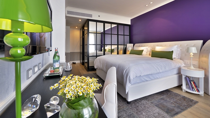 Bright hotel room design in Hotel Indigo in Tel Aviv
