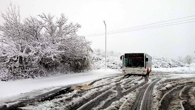 Εγκλωβίστηκε στα χιόνια λεωφορείο του ΚΤΕΛ με 10 επιβάτες στην βόρεια Κυνουρία