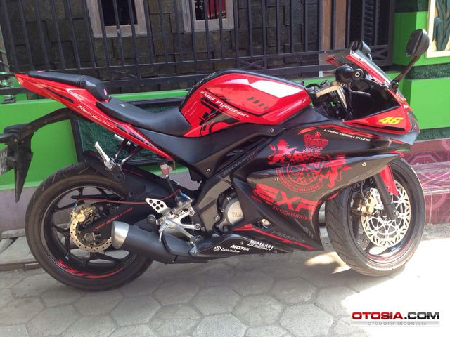 Modifikasi Yamaha Vixion Black In Red Naked