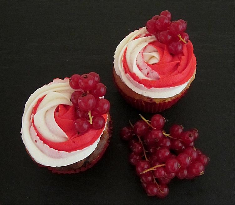 Johannisbeer-Quark-Cupcakes