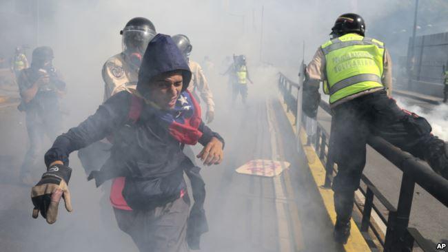 En 2017 Venezuela vivió una convulsión social con represión y centenares de muertos / AP