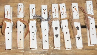 Craft booth 555 snowmen clothespin magnets for Mini clothespin craft ideas