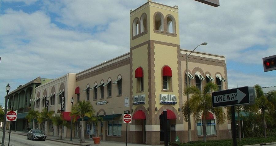 En el downtown de West Palm Beach. Muy similar al antiguo ayuntamiento 1948-1981