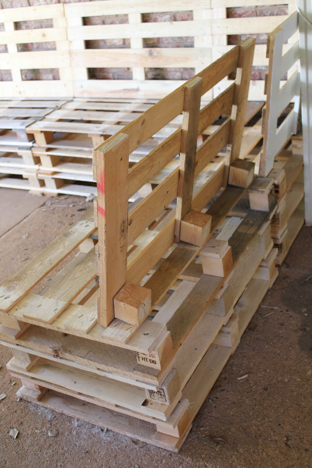 diy sofa from pallets chesterfield gillingham sofascore outdoor patio furniture
