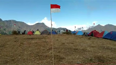 Sambut HUT RI 2020, Ratusan Bendera Merah Putih Berkibar Di Bukit Anak Dara