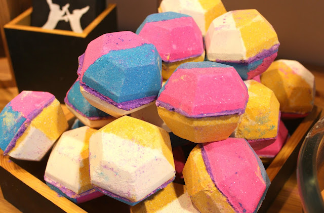 A picture of The Experimenter Bath Bomb, new to Lush Nottingham