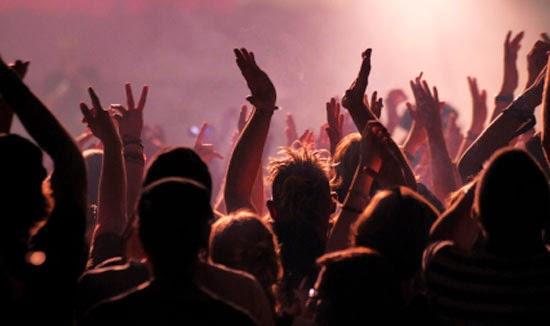 Kerumunan Orang