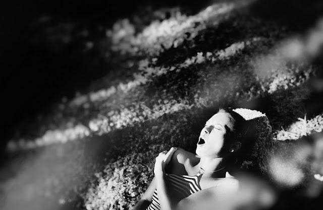 Фотограф показав хвилюючі фото жінок під час оргазму