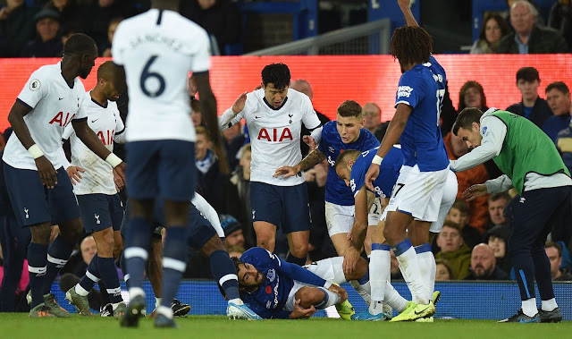 Son, Tottenham and Everton players look terrified after seeing Andre Gomes injury