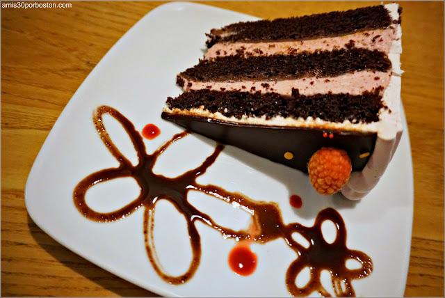 Raspberry Chocolate Cake de Pastiche en Providence