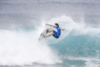 42 Jordy Smith Billabong Pipe Masters 2016 foto WSL Damien Poullenot