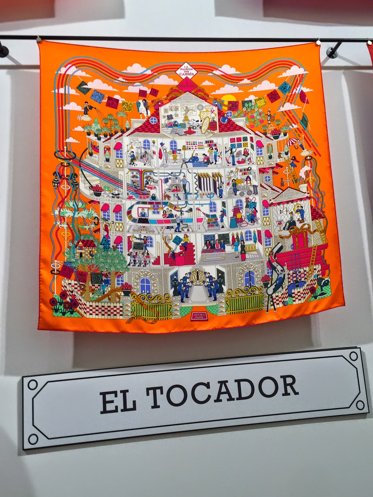 Discover La Maison Des Carrés by Hermès, a must if you are in Barcelona!  Pop up till May 30th! d3115a9e5f7