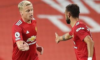 Manchester United Teammates don't trust Van de Beek: Mark Hughes