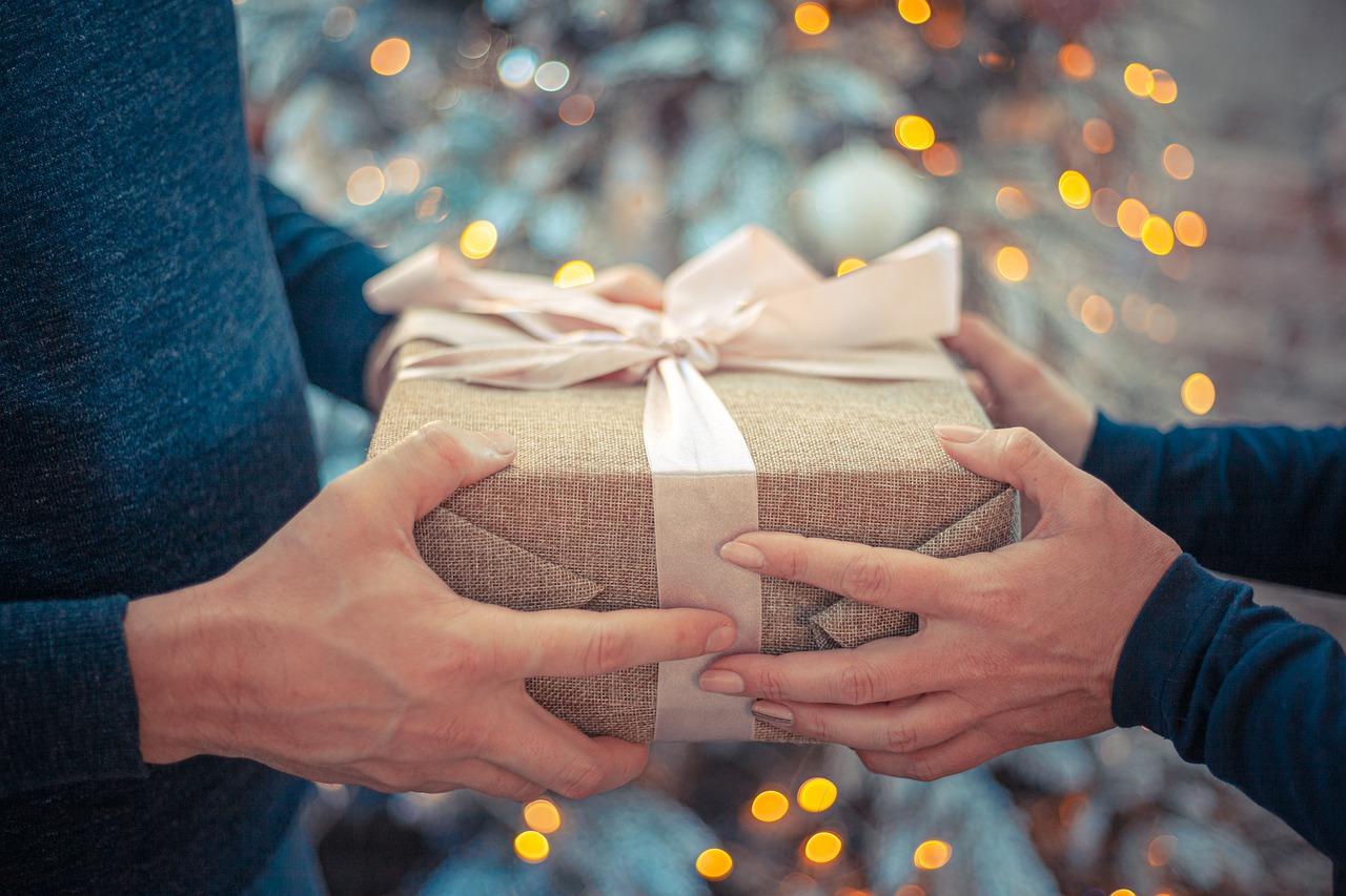 Wręczanie prezentu