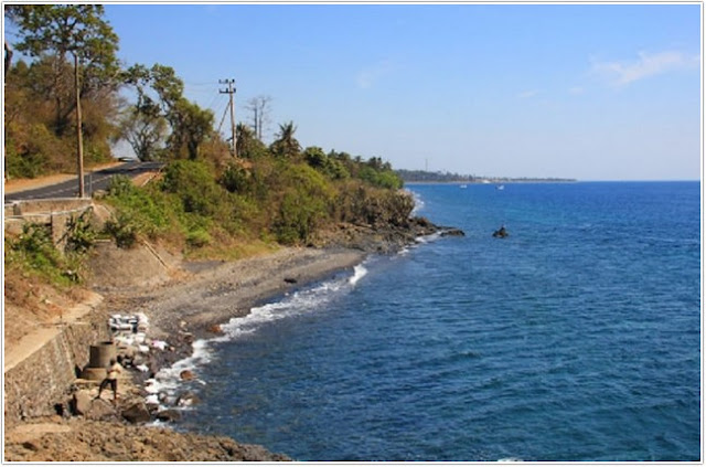 Wisata Pantai Watu Dodol