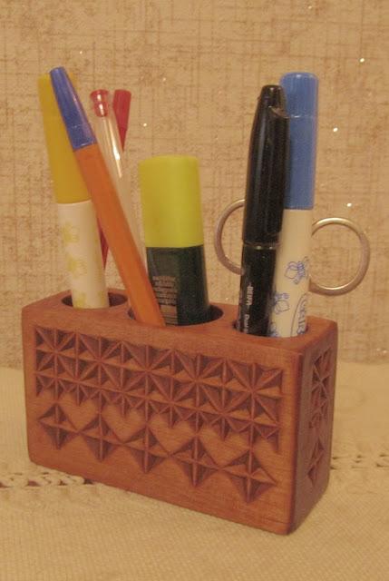 карандашница из дерева