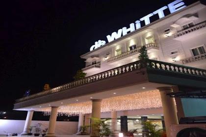 Lowongan Kerja Pekanbaru : DeWHiTTE Hotel April 2017
