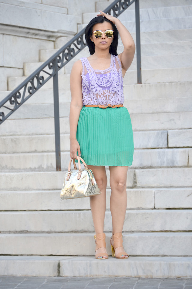 Pleated Skirt-MariEstilo- Outfit verde y morado- blusa de encaje- blusa morada-falda verde- Falda plisada- cartera Michael Kors-DC Blogger- ArmandHugon