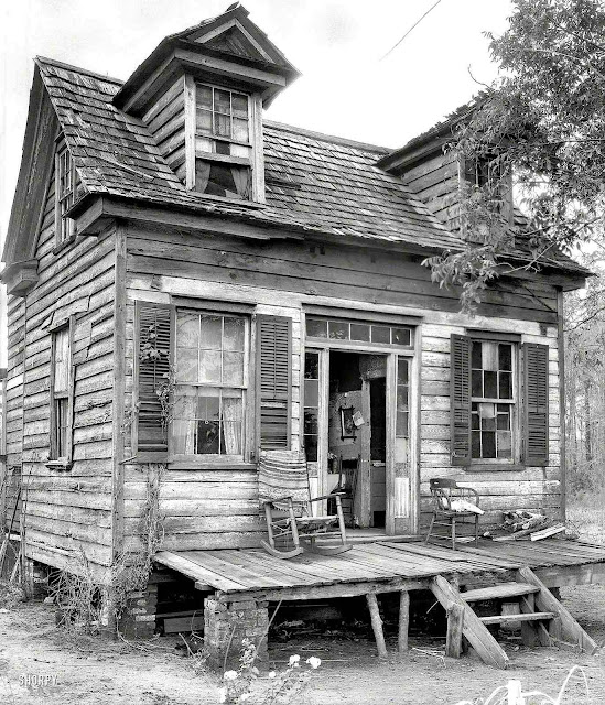 a 1936 old shack house in a photograph