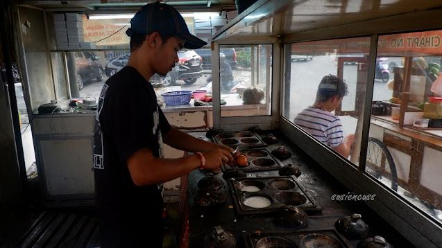 uliner Legendaris Bandung: Surabi Cihapit Sejak Tahun 1982, sejarah surabi cihapit, harga dan menu surabi cihapit