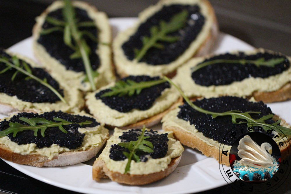 Crostini œufs de poisson mousse d'avocat