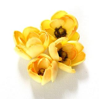 Kwiat foamiran Niesforny Kaczeniec