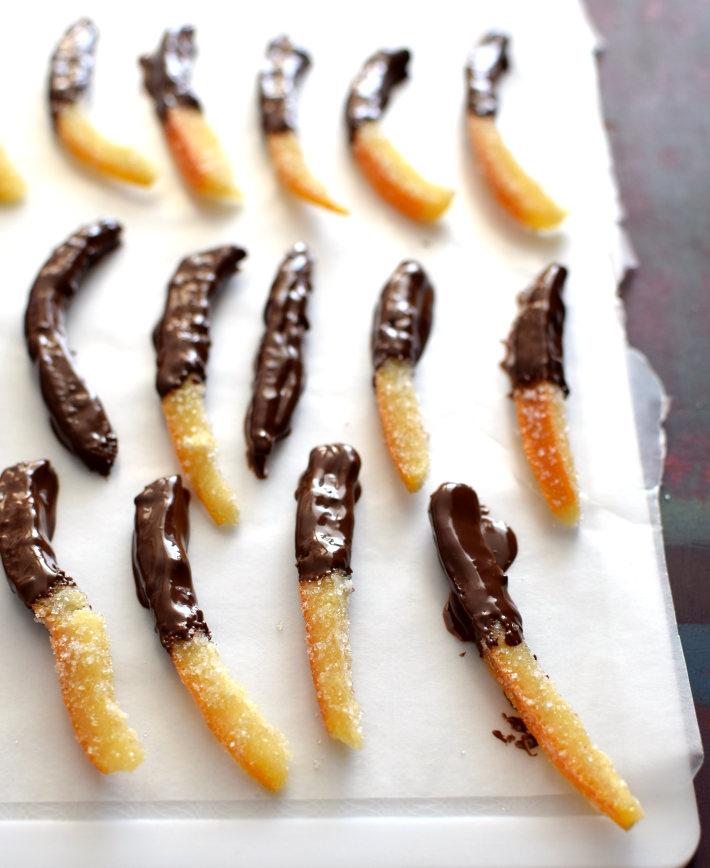 Naranjas confitadas cubiertas de chocolate oscuro