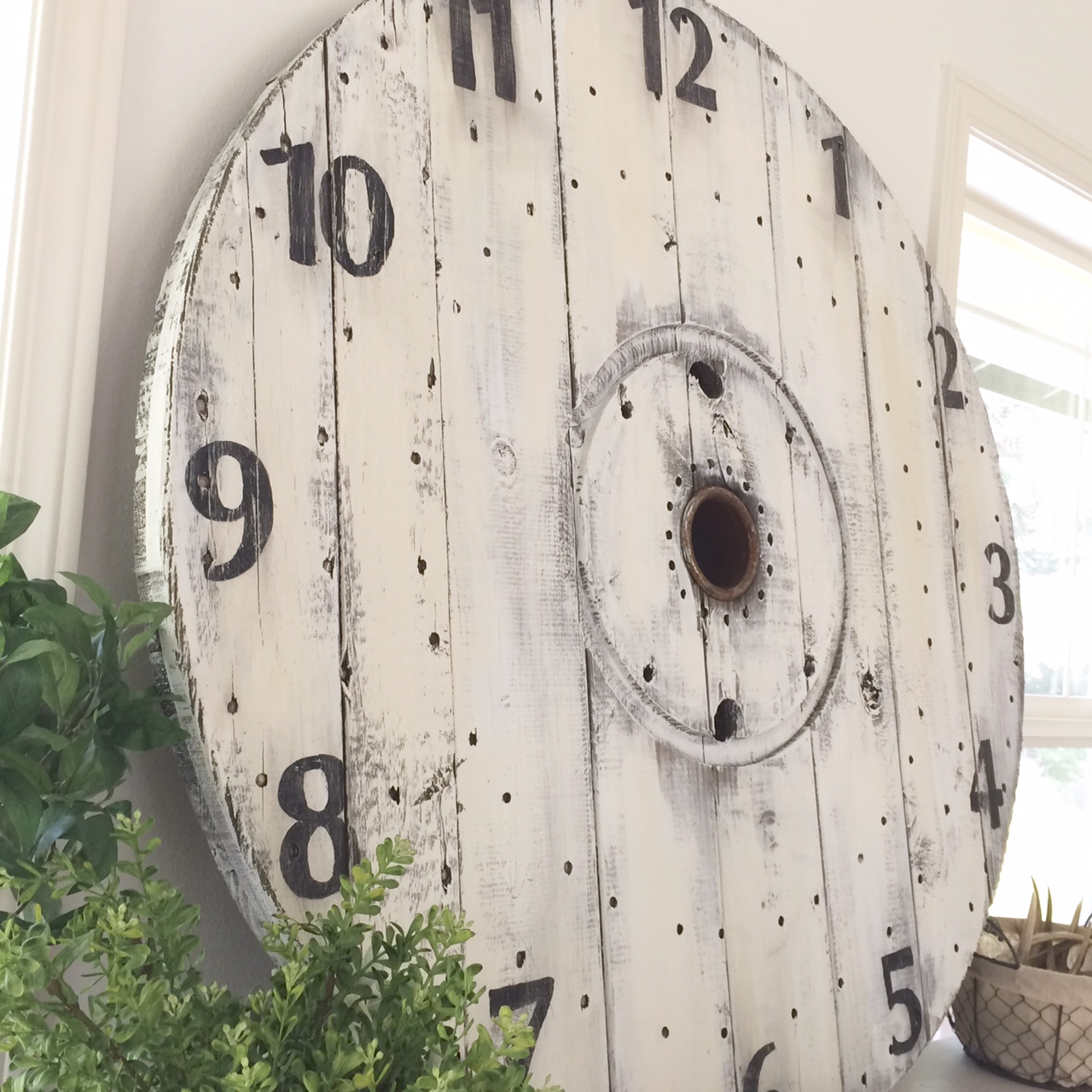 Little Farmstead: DIY Farmhouse Wood Spool Clock