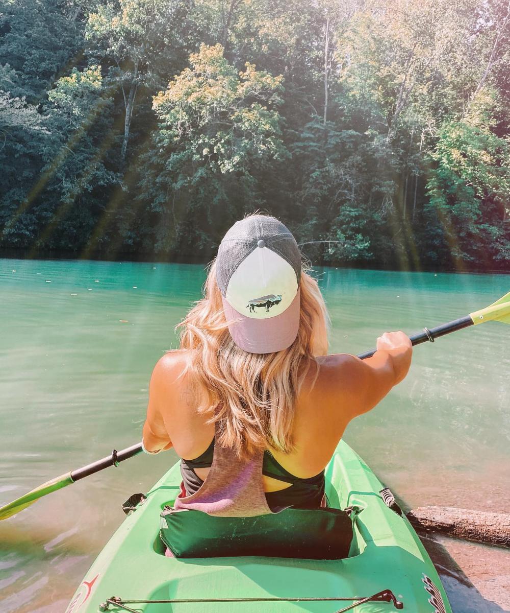 travel blogger @amandasok kayaks in Northwest Arkansas