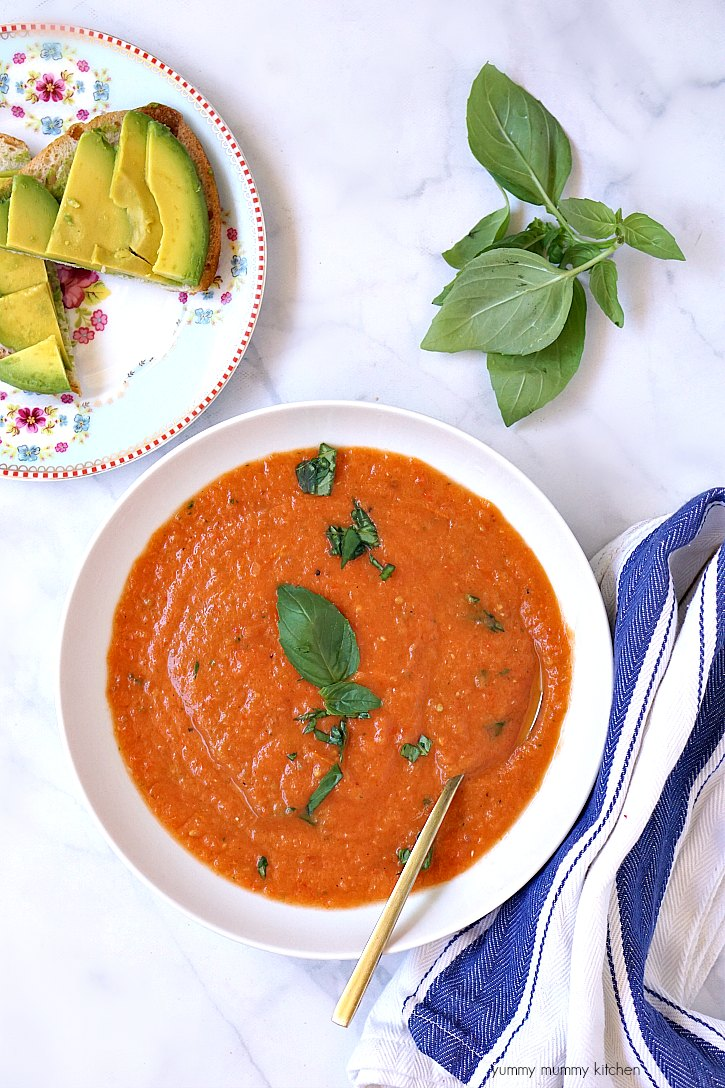 Delicious and easy, this vegan tomato soup is made with fresh tomatoes!