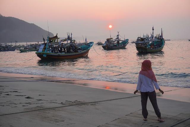 Wisata Jember (6): Pantai Tanjung Papuma