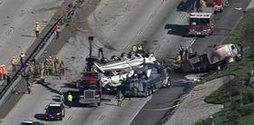 """Σοκαριστικό τροχαίο με φορτηγό που """"έλιωσε"""" αυτοκίνητα και μία μηχανή - 5 νεκροί - ΒΙΝΤΕΟ - ΦΩΤΟ"""