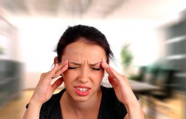 Cara alami menghindari Migrain - Migrain, penyakit kepala ini sering kali mengganggu aktivitas. Sebaiknya Anda tidak menganggap enteng penyakit migrain