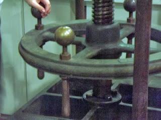 máquina antiga no Museu Nacional da Imprensa