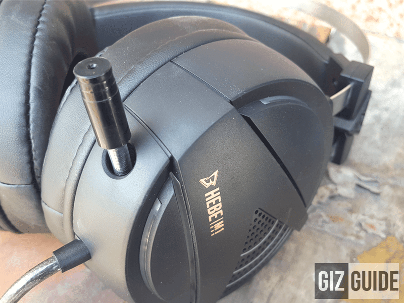 The retractable microphone is as robust as the rest of the build
