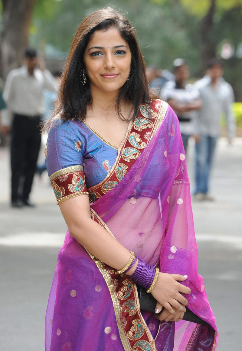 desi women in saree