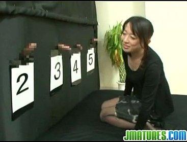 เกมโชว์ญี่ปุ่น ให้ภรรยาทายว่าอันไหนควยสามี อมผิดเป็นเรื่องแน่!!