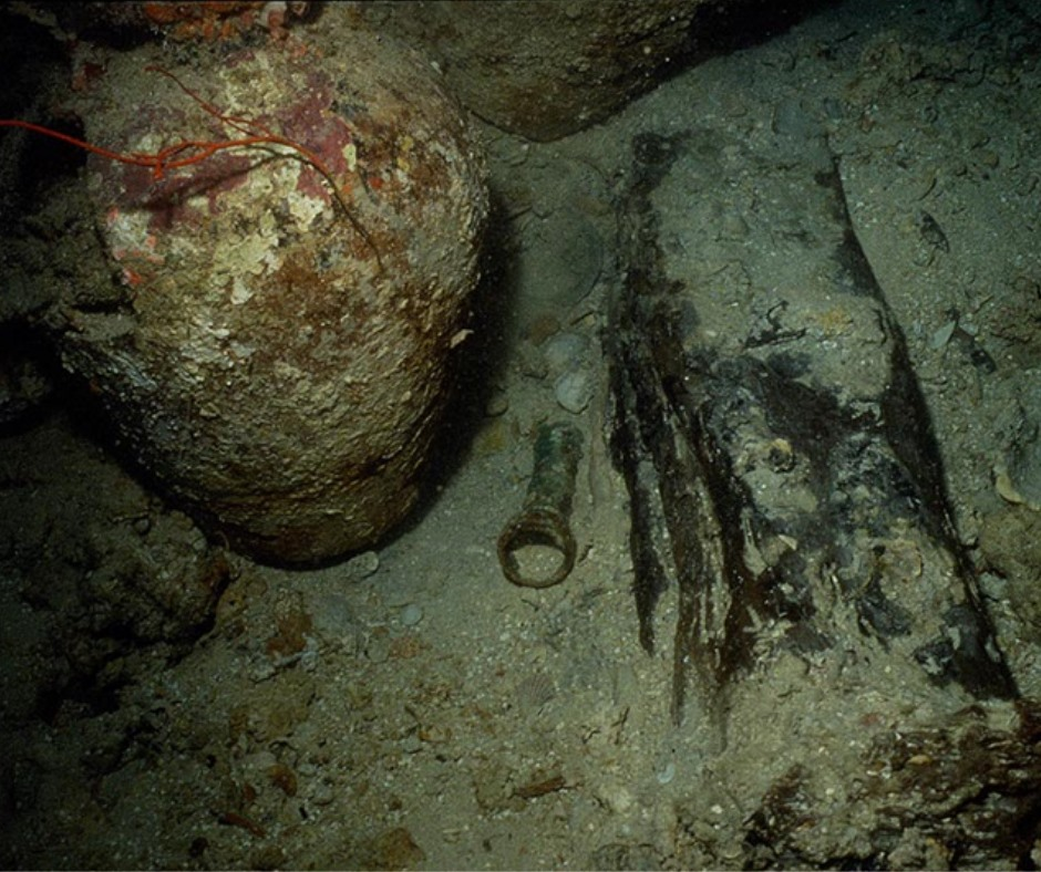 The bronze cannon in situ, found along the keel of the wrecksite. Photo by Gilbert Fournier.