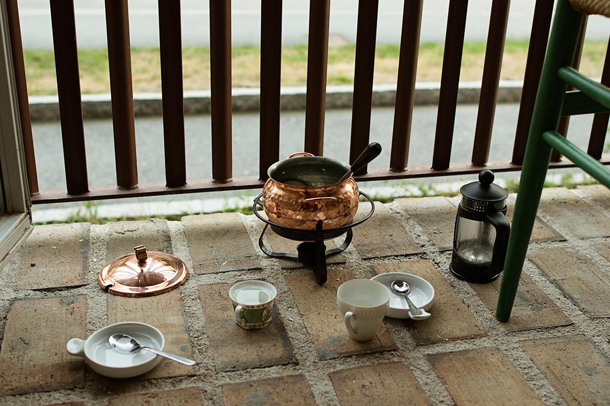 Barnens kafferep på balkongen.