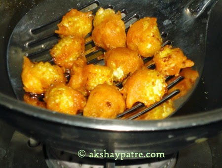 strained baby corn pakoda