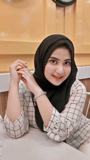 16 Cutes Girl wearing Hijab Wallpapers HD for iPhone and Android | Cewek Cantik Berjilbab