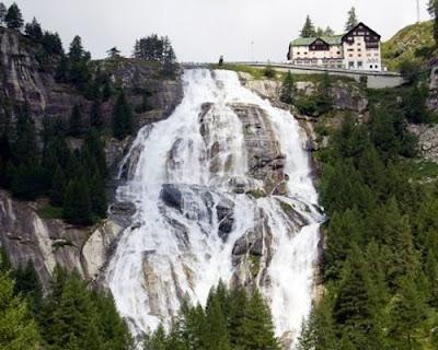 La bellissima Cascata del Toce ,una meta imperdibile per le tue vacanze o, gite fuori porta, in Piemonte