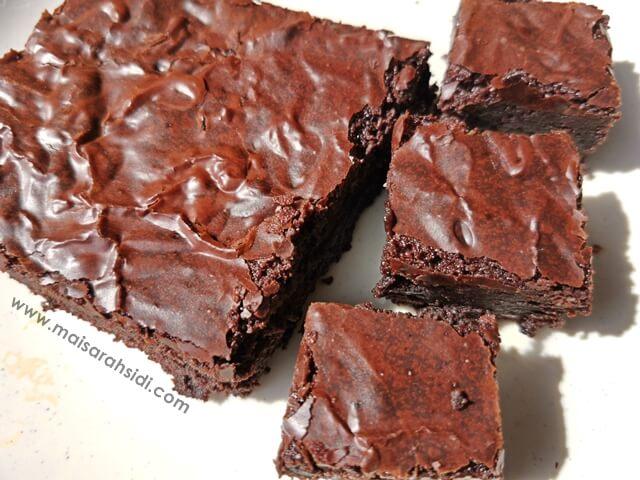 Fudgy Brownies Kedut Kaya Rasa Coklat Mudah Dibuat