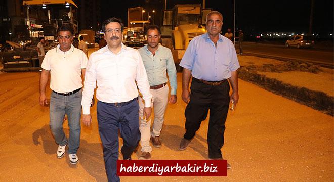 Başkan Cumali Atilla, Fırat Bulvarı ile Kamışlo Bulvarındaki asfalt çalışmalarını denetledi