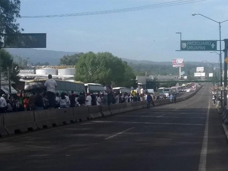 """Habitantes de Tierra Caliente bloquean Morelia, exigen liberación de """"El Inge"""" lugarteniente del CJNG."""