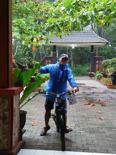 Asyiknya Bersepeda Ke Karangjengkol Kutasari : Antara Hujan dan Menuntun