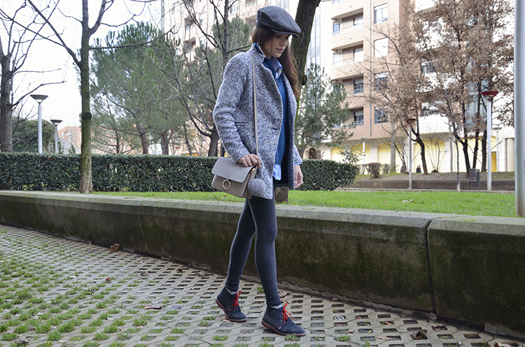 look-blogger-azul-gris-boina-grey-blue-outfit-fashion
