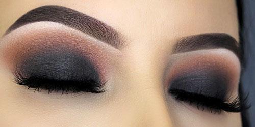 Ojos maquillados con un ahumado en negro y marrón