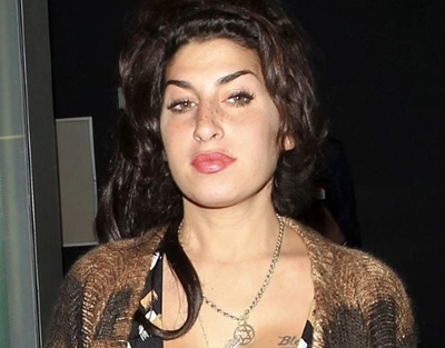 Amy Winehouse Biography, Age, Height, Parents, Family, Siblings, Albums, Songs, Death, Net worth, Facts & More